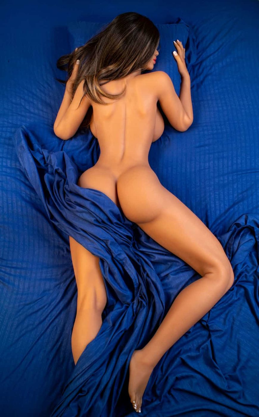 Catie-Sex-Doll-posing-nude-on-bed (1)