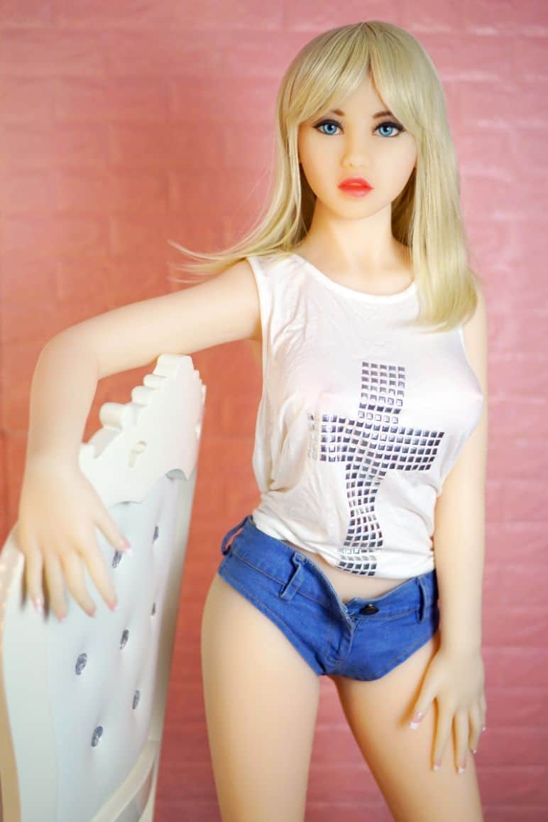 Sex-Doll-Bella-From-The-Dirty-Knights-Sex-Dolls-Collection-Posing-Nude-in-Blue-Shorts-1 (2)