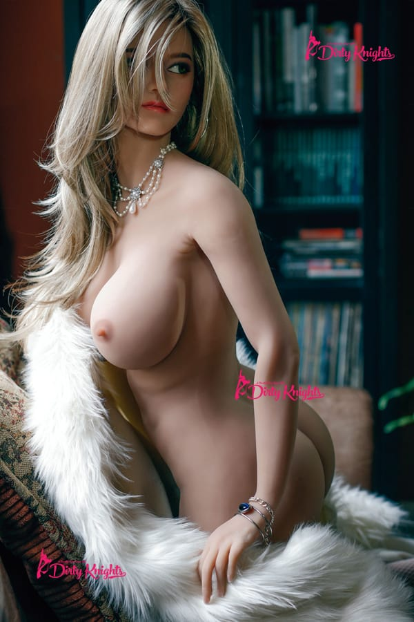 Sex-Doll-Riley-Posing-Nude-in-Classy-white-fur-1 (3)