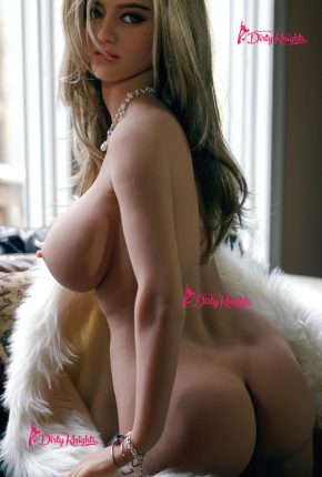 Sex-Doll-Riley-Posing-Nude-in-Classy-white-fur-1 (4)
