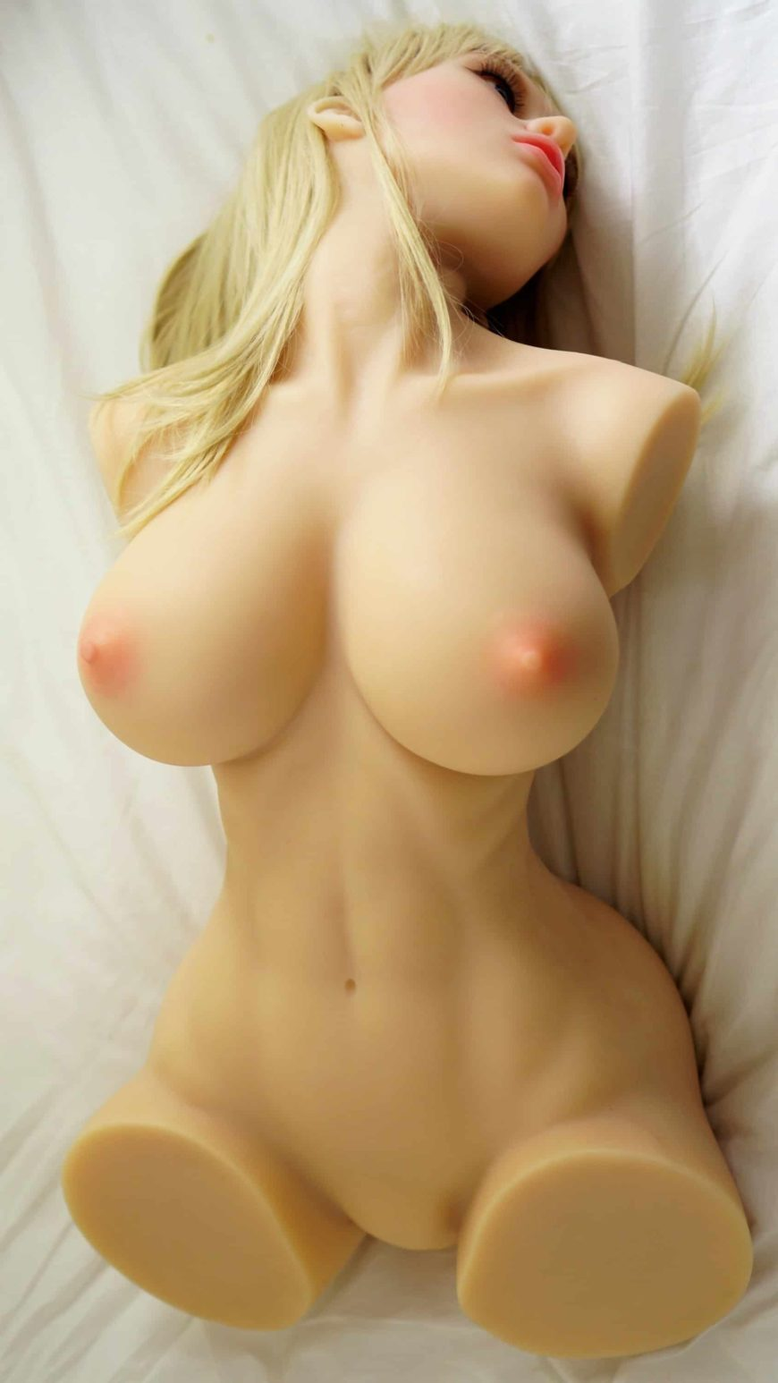 Sex-Doll-Sarah-no-limbs-posing-nude-1 (12)
