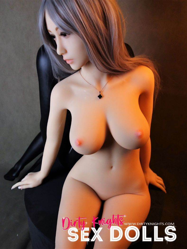 Sex-Doll-Yan-Posing-for-Dirty-Knights-Sex-Dolls (23)