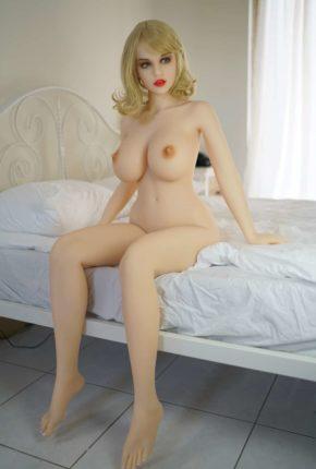 Sex-Dolls-Beth-posing-naked-in-bedroom-1 (11)
