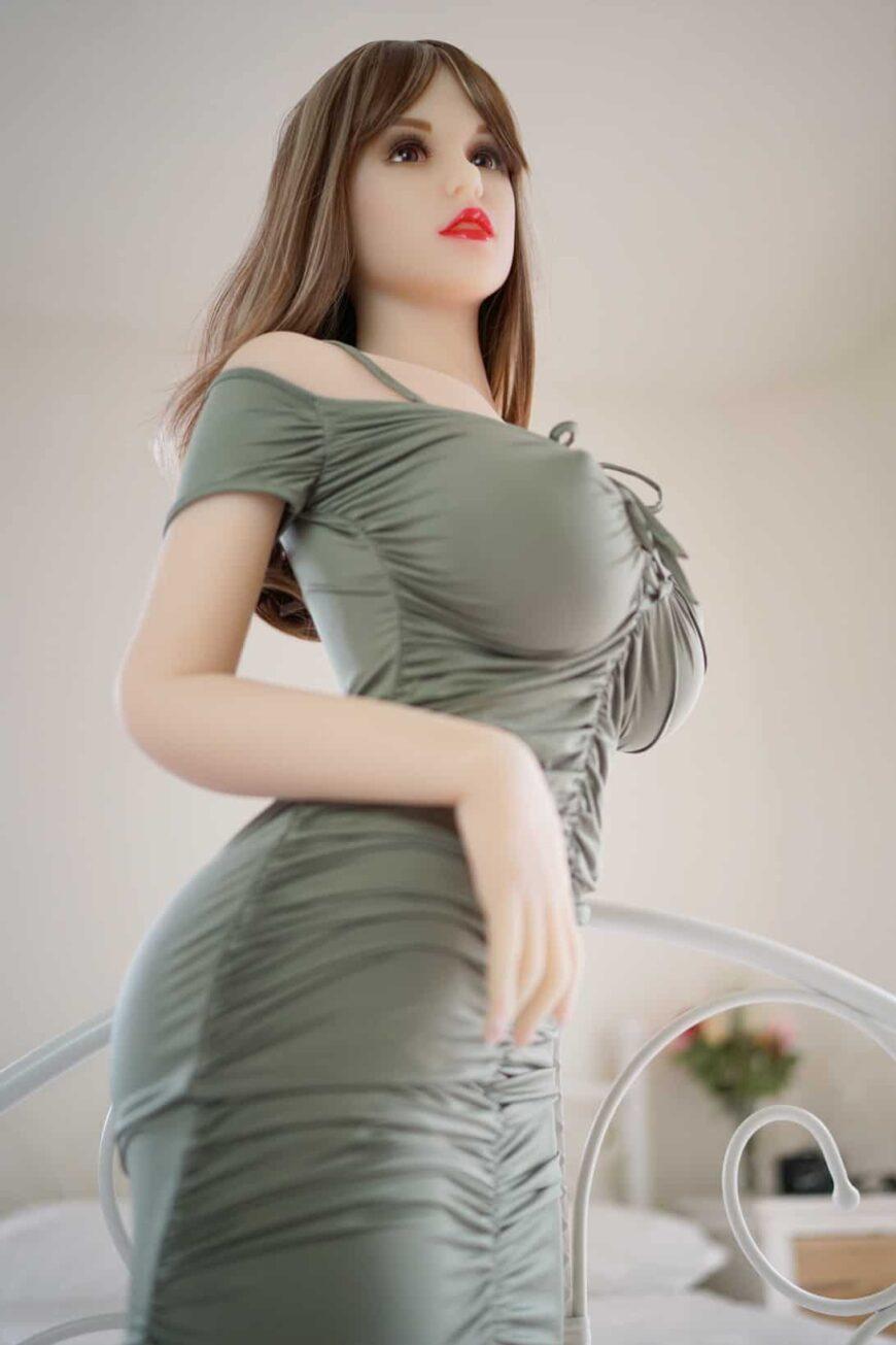 Sex-Dolls-Beth-posing-naked-in-bedroom-1 (32)