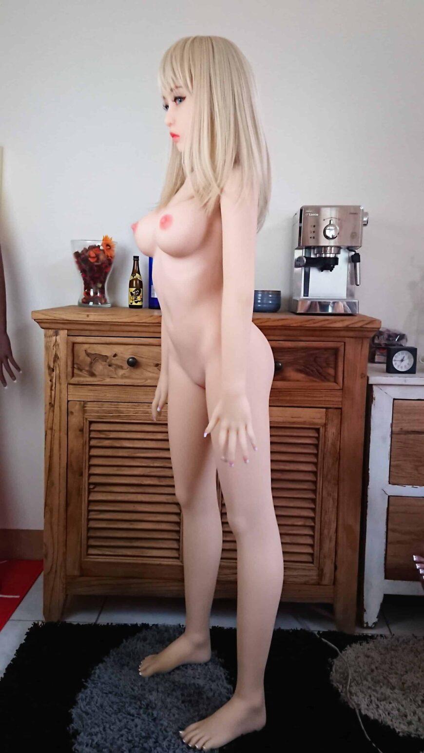 Sex-dolls-Molly-from-Dirty-Knights-sex-dolls-posing-in-bikini-1 (2)