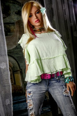 Scarlett-Sex-Doll-Posing-in-pants-and-green-shirt-1 (2)