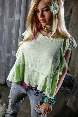 Scarlett-Sex-Doll-Posing-in-pants-and-green-shirt-1 (4)