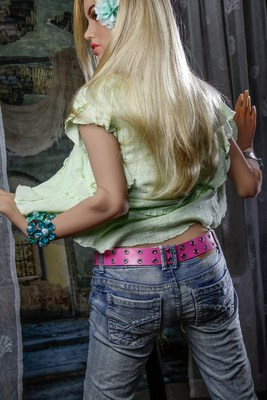Scarlett-Sex-Doll-Posing-in-pants-and-green-shirt-1 (8)