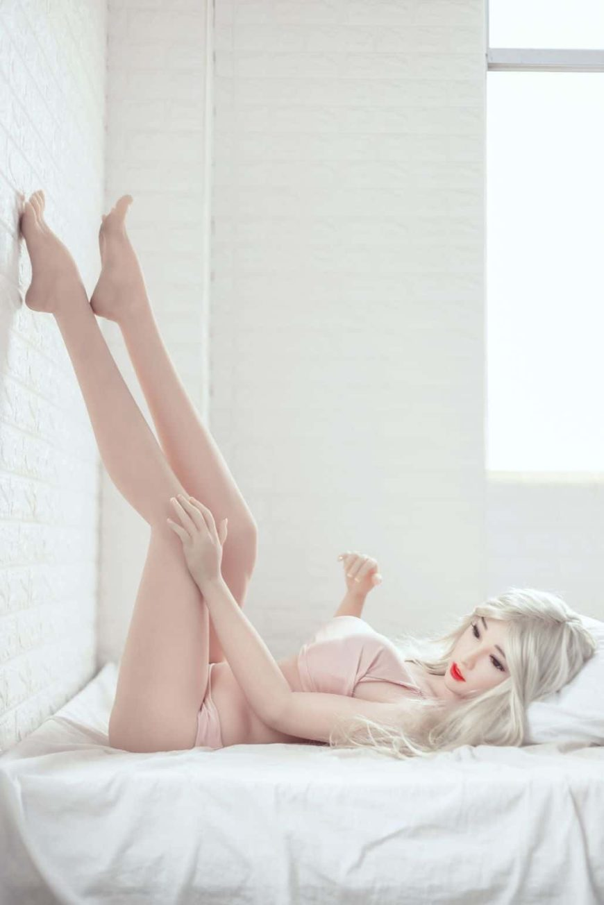Honi Sex Doll Posing Sexy For Dirty Knights Sex Dolls (25)