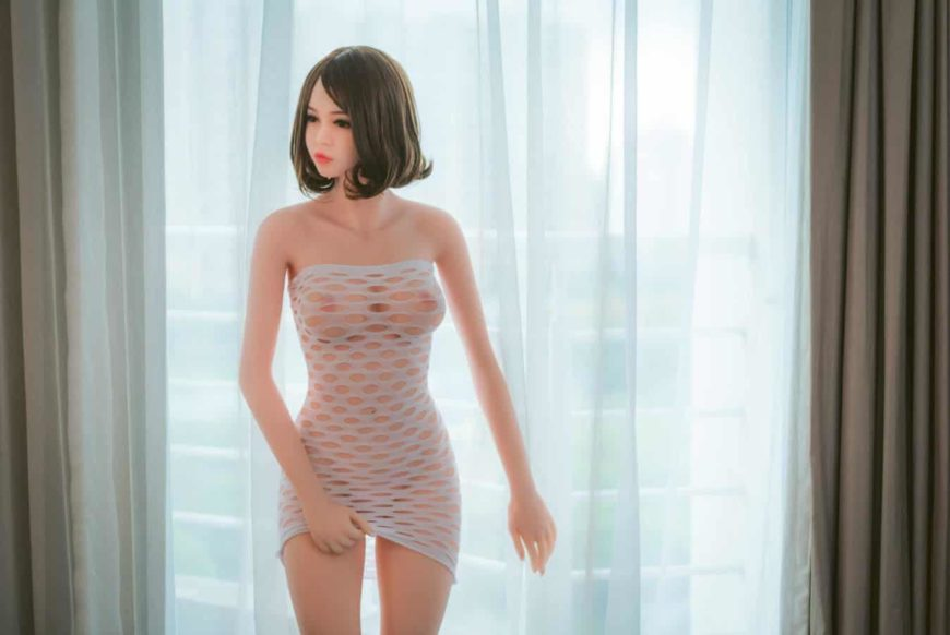Sex Dell Eden posing sexy in hotel room for dirty knights sex dolls (20)