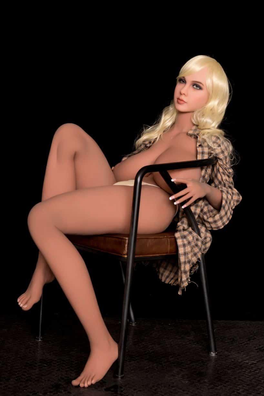 Sex Doll Elizabeth Posing Nude for Dirty Knights Sex Dolls (14)