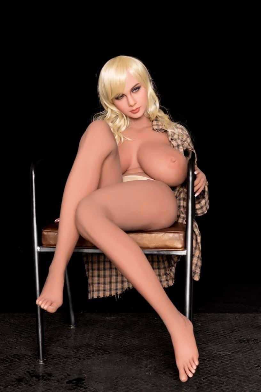 Sex Doll Elizabeth Posing Nude for Dirty Knights Sex Dolls (16)