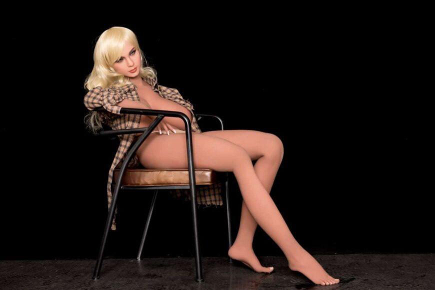 Sex Doll Elizabeth Posing Nude for Dirty Knights Sex Dolls (32)