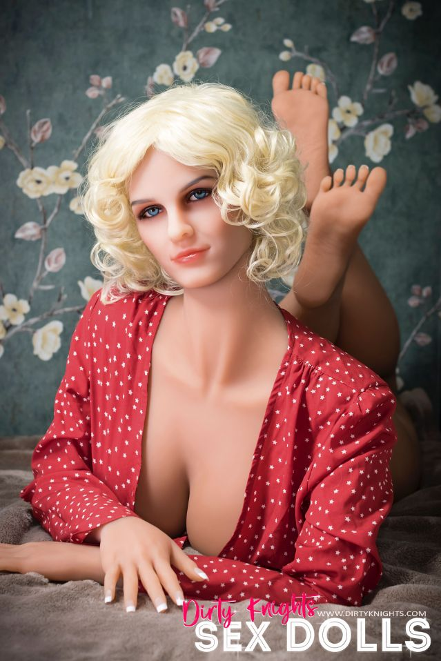 Hazel sex doll posing nude for Dirty Knights Sex Dolls website (19)